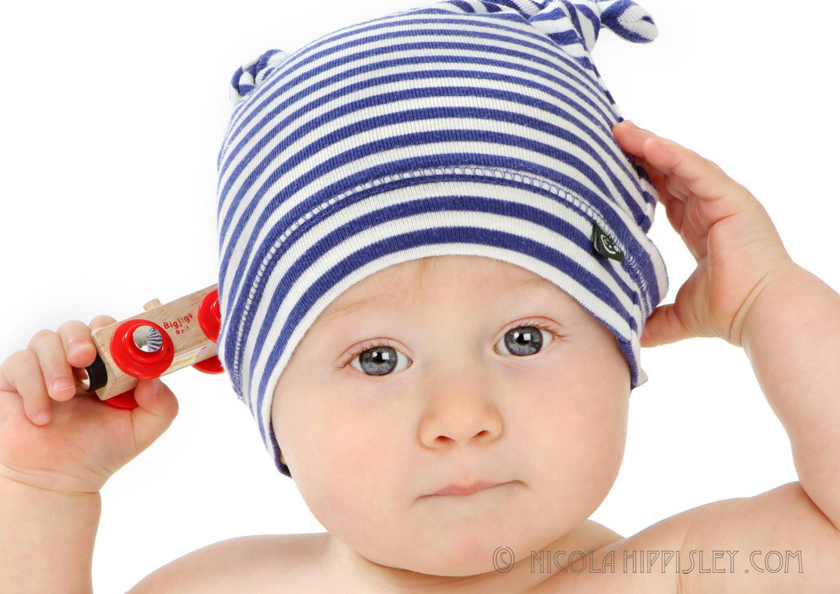 1baby_in_stripey_hat.jpg